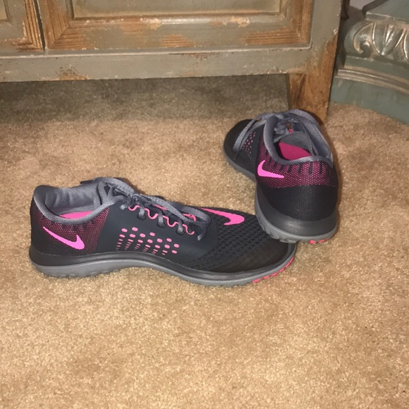 Nike fitsole charcoal gray and pink tennis shoes